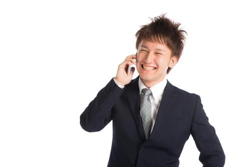 転職エージェントと電話中