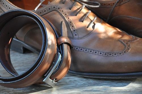ベルトは靴の色と合わす