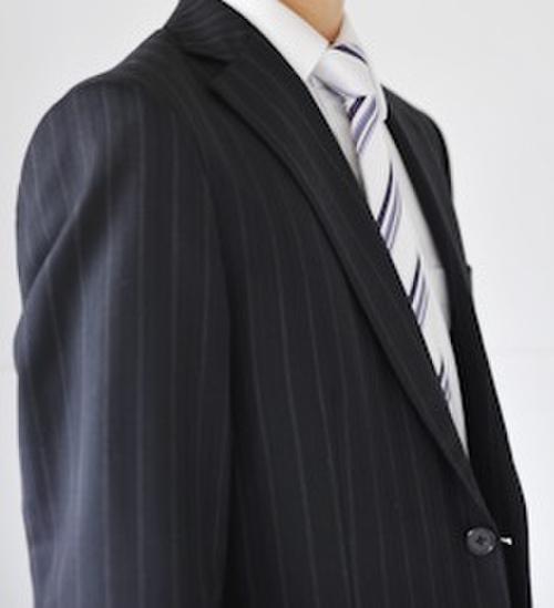 ストライプ柄のスーツ