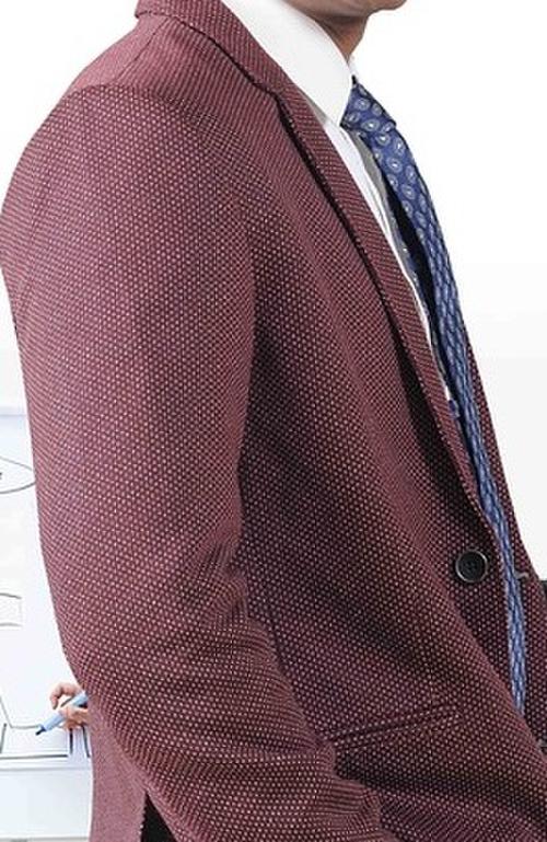 赤っぽいスーツ