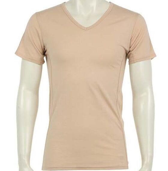 ベージュ色のVネックの半袖Tシャツ