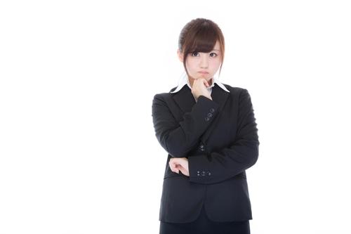 リクルートエージェントを利用できるか悩む女性