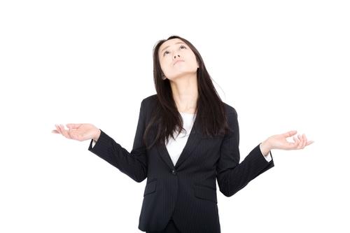 転職エージェントのメリットって何と悩む女